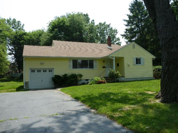 Holmdel Home, NJ Real Estate Listing